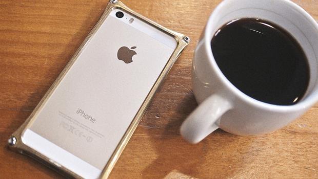 大杯摩卡、最新iPhone...給年輕人:假裝有錢只能爽一時