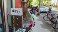 買東西,拿信用卡、Apple Pa