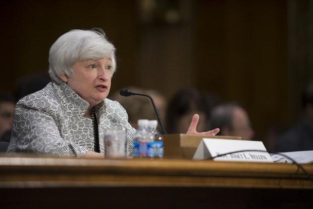 Fed三名大老警告資產估值偏高!美國股、匯、債滑跤
