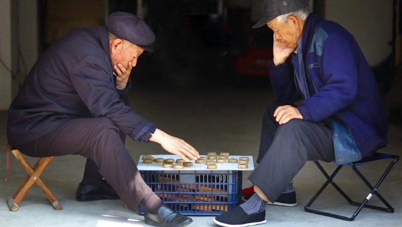 老人 退休