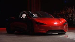 全場歡呼!Tesla推新版Roadster、號稱全球最快跑車