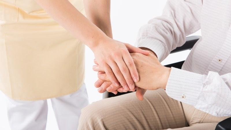 一張表戳破台灣人對「長照險」的誤解:申請理賠不難,比申請外籍看護還容易!
