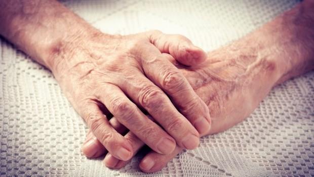 怕老了之後中風、失智、帕金森氏症...最能保障你的不是「長照險」,而是...