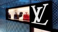 中國大媽的口味變了?LV在中國賣不好,竟是因為logo被嫌太招搖
