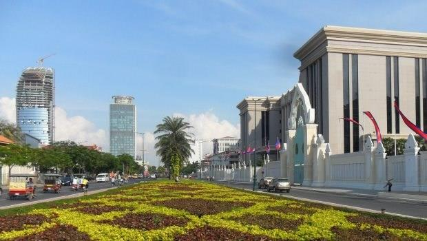 柬埔寨6成預售屋,都是台灣人買的》海外置產,是壓死台灣最後一根稻草?