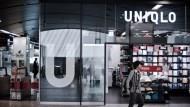 台供應商注意!UNIQLO業績不及格、再砍財測 股價崩