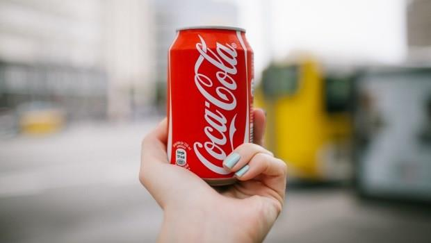 不必看財報》可口可樂是好公司的明證:開車經過100家商店,裡面都有可口可樂