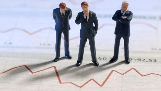 投資大哉問:股價狂跌,該認賠殺出還是加碼?看看專家怎麼解決這個問題