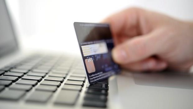 不想被扒兩層皮?出國刷卡、或上國外網站購物,一定要用「外幣」計價!