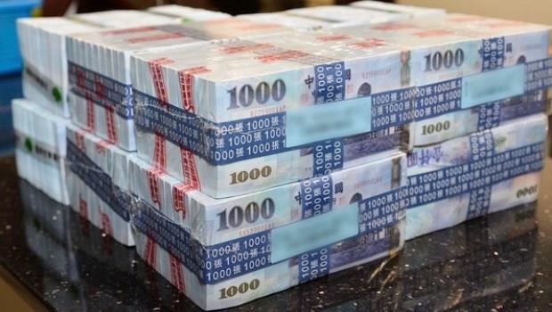 台灣是「儲蓄王國」!就算錢越存越薄...也不願冒風險投資,負利率對房市沒幫助
