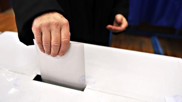 他所投下的一張票,撼動了全球金融市場》英國確定脫歐,關鍵在這一群「老憤青」