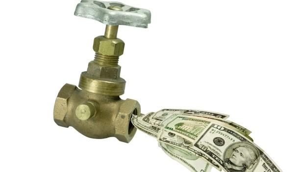 不管利率高低,儲蓄險都不比定存好》只有一種情況,儲蓄險才會有較高投報率