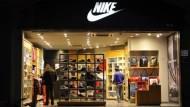 Nike出一次喬丹鞋就賺840億,這就是UA再猛、也打不贏Nike的原因
