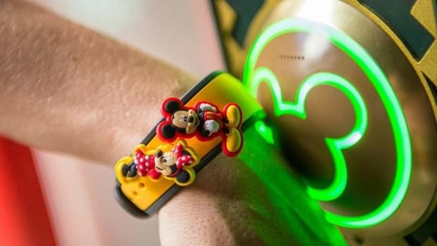 這個華爾街交易員在日本迪士尼看到「魔法手環」,意外發現最有爆發力的產業