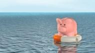 保險公司倒閉背後:老闆掏空、胡亂銷售,為何政府要接管、讓全民埋單?