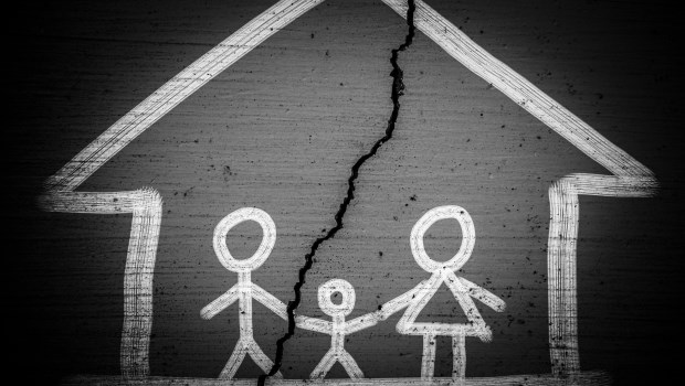一塊地,登記在全家人名下...父親遺留的禮物,卻換來3兄弟決裂、母親含恨而終