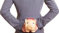 28歲月光族,如何在2年內還清61萬債務、存下結婚基金?領薪後要做的第一件事是...