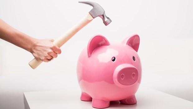 每月拚命省錢,卻始終存不了多少...想擺脫月光族,你該做的是強迫自己「花錢」