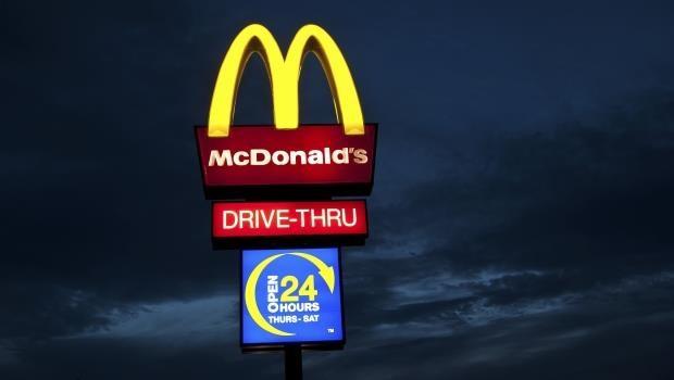 企業logo揭密:麥當勞的「M」代表乳房?Google首頁字母為何是彩色的?