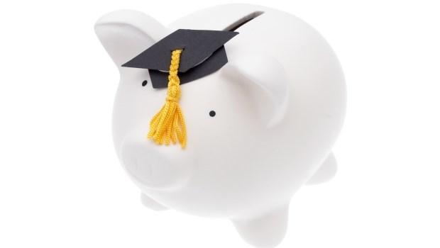 在台灣念大學加食宿,四年要150萬!大學學費,該父母出還是自己打工賺?