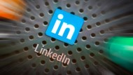去年虧錢、今年嫁微軟被看衰...LinkedIn,為什麼市場還是看好它?