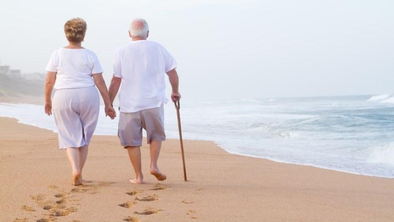 別再想著靠子女奉養、或是政府津貼,這三種保險,才能讓你退休後不愁生活費