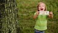 4歲女童選股,竟戰贏股票分析師!賽後,小妹妹給了世人3個投資建議...