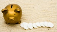 一個銀行員:我接待了很多來買黃金的阿姨,可他們投資的理由,卻注定要賠錢...