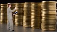 有表為證》每個月投入1萬元存金融股,十年後...有2檔比0050多賺2倍!