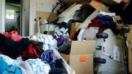 冰箱塞滿食物、錢永遠都不夠...囤積,是匱乏的象徵!心理師:勇敢「斷捨離」,填補心裡的洞