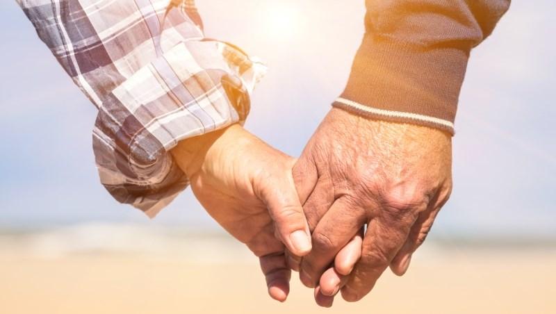 坐擁市區幾間店面,一句「家產不落外姓」的承諾,讓她直到60歲,才如願嫁給初戀