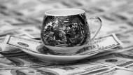 美銀美林調查:「做多美元」蟬聯最擁擠的交易