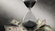 每年投資10萬,分別從22歲和30歲開始...報酬率都是10%,兩個人的資產最後差了500多萬