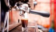 給你不喝星巴克的理由:每天戒掉1杯咖啡,拿去買中華電,30年後...就有291萬!