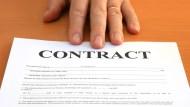 「公司付錢送員工出國受訓,若提前離職要賠償」這種合約有沒有違反勞基法?