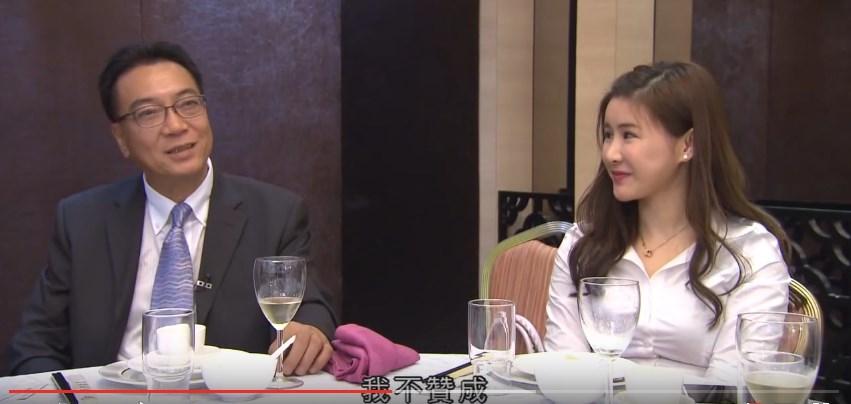 Michelle(右)與父親受訪。