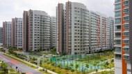 過去20年,年輕人搬得離市中心越來越遠...買不起房,就是政府大搞公共建設的後果!