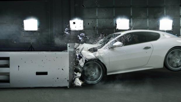 在時速100公里鐵盒中的是你,政府不推新車安全評鑑,你還不生氣?
