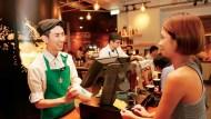 星巴克為何不賣小杯?員工一天到晚解釋「中杯就是最小杯」...原因被罵翻