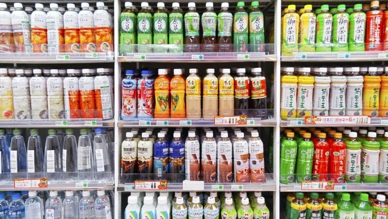 這一招,讓我找到比定存好10倍的賺錢股:進小七買罐裝飲料、翻開瓶身背面看標示