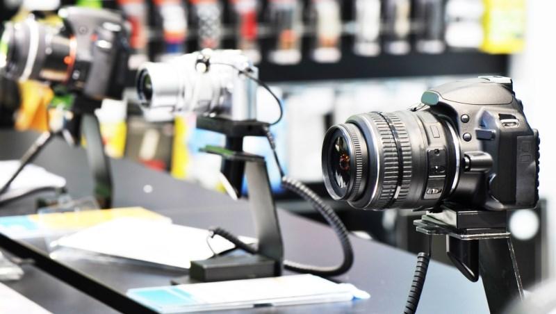為何該投資美國的ETF?道理很簡單...同一台相機,台灣賣2萬,日本賣5千,你會在哪買