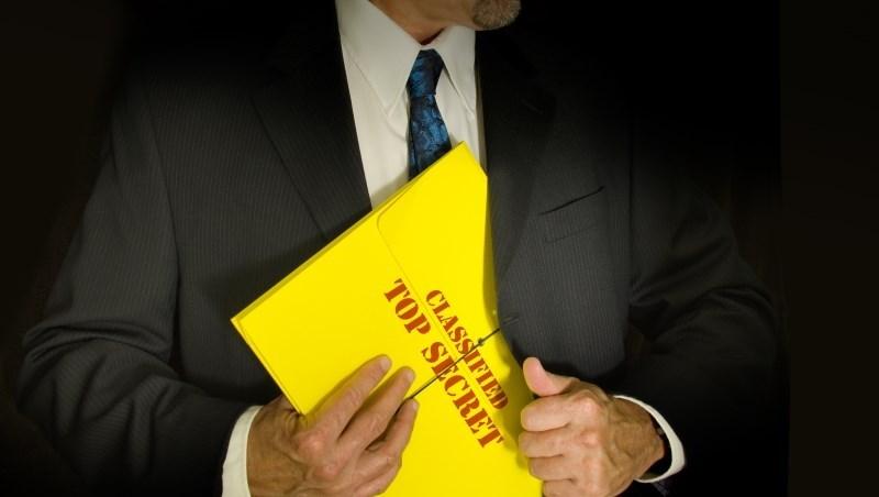 基金經理人閉口不提的丟人真相:10年來操作績效老輸大盤...高達37%機率被合併、清算