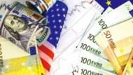 擔心匯損,又怕手續費、管理費太高?外幣買境外基金,2管道省成本