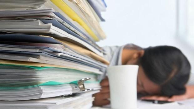 公司規定:加班超過1小時才能報...人資專家:根本違法!
