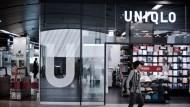 海外門市恐減損、本季陷虧損?UNIQLO營運商迅銷慘跌