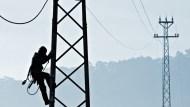用電創新高》台電把錢花哪去?去年上半大賺247億,為何今年虧71億