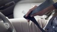 下車檢查輪胎被撞死,保險拒賠:因離開駕駛座!一個案例看「駕駛人傷害險」,別吃悶虧