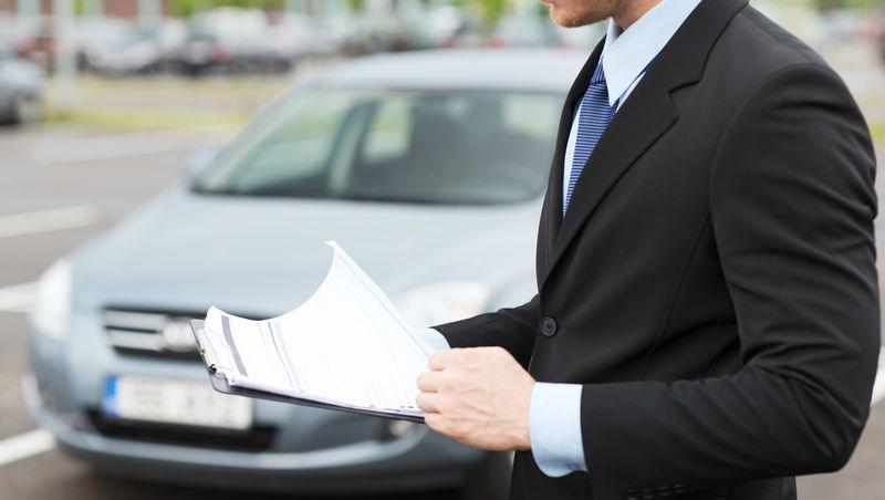 業務員悲歌》整個月一台車也沒賣掉,拿到薪水單竟只有...1625元!