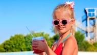 「1000元舒跑比100元的更好喝」孩子一句話,看見人們對「高價大品牌」有多失心瘋