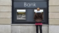 在美國ATM領錢...小心驚人的附加手續費!